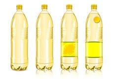 Vier gelbe Plastikflaschen mit Kennsätzen Lizenzfreie Stockfotos