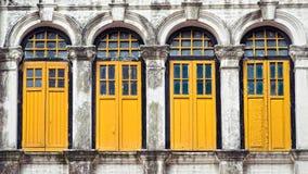 Vier gele vensters Stock Afbeelding