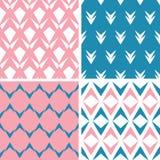 Vier geometrische rosa nahtlose Muster der abstrakten rosa blauen Pfeile eingestellt Stockfotografie
