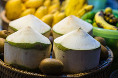Vier gereinigte Kokosnuss stockbilder