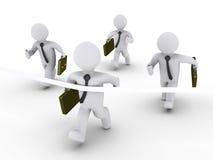 Vier Geschäftsmänner laufen und man beendet zuerst Lizenzfreies Stockfoto