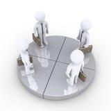 Vier Geschäftsmänner stehen zusammen auf grauen Kreisdiagrammscheiben Lizenzfreie Stockbilder