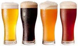 Vier Gläser mit verschiedenen Bieren. Stockbilder