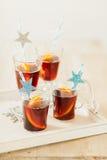 Vier Gläser Weihnachtsdurchschlag Lizenzfreie Stockfotos