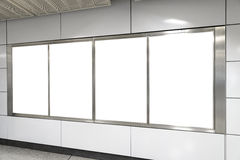 Vier große Anschlagtafel des Vertikalen-/Porträtorientierungsfreien raumes im publ Stockbilder