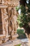 Vier-handen belichaming van god Vishnu in een steen wordt uitgevoerd die stock foto