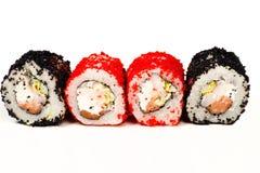 Vier heerlijke geïsoleerde sushibroodjes Stock Foto