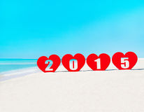 Vier Herzen mit Titel 2015 auf tropischem Strand Stockbilder