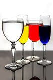 Vier hielten Gläser auf Lizenzfreie Stockbilder