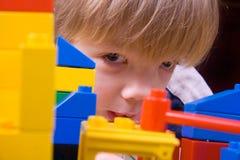 Vier jaar jongen het spelen Royalty-vrije Stock Afbeelding