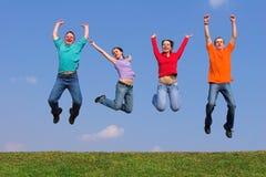 Vier jonge mensen tijdens de vlucht Royalty-vrije Stock Afbeelding