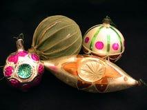 Vier Kerstboomballen met verschillende vormen Royalty-vrije Stock Foto's