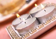 Vier Kerzen auf einer Tabelle Lizenzfreies Stockbild