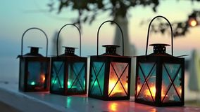 Vier Kerzenlampen stock footage