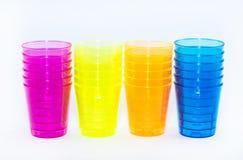 Vier kleurden types van koppen op een witte geel, oranje, roze en blauwe achtergrond - Royalty-vrije Stock Foto's