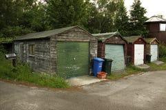 Vier kleurrijke houten garages Stock Foto's
