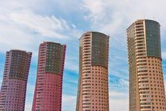Vier kleurrijke wolkenkrabbers Stock Afbeeldingen