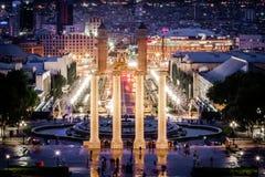 Vier kolommen en Plaza DE Espana bij nacht Stock Afbeeldingen