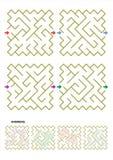 Vier Labyrinthspielschablonen mit Antworten Lizenzfreie Stockfotografie