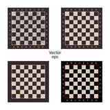 Vier leere Schachbretter auf lokalisiertem weißem Hintergrund Verschleiß, verkratzt Bretter für Gedankenspielkontrolleure, Schach stock abbildung