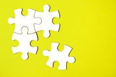 Vier losgemaakte puzzelstukken Royalty-vrije Stock Foto