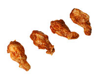Vier marinierte Hühnerflügel stockbilder