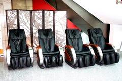 Vier Massagestühle für Kunden Stockfotos