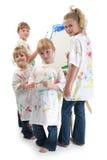 Vier Meisjes die bij Schildersezel schilderen Stock Fotografie