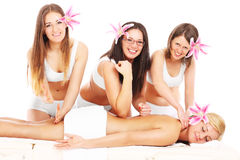 Vier meisjes en massage Stock Afbeelding