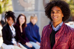 Vier Mensen met de Één Mens als Steunpunt Stock Fotografie