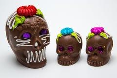 Vier Mexicaanse Calaverita DE azucar Suikergoedschedel en Calaverita DE Chocolate, Royalty-vrije Stock Foto's