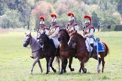Vier militairen die paarden berijden. Stock Fotografie