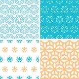 Vier nahtlose Muster der abstrakten blauen gelben Blumenformen eingestellt Stockbild