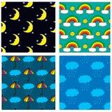 Vier nahtlose Muster mit der gezeichneten Hand moon, Regenbogen, Wolken und Regenschirm Stockfotografie