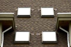 Vier Oberlichter auf eine Dach-Oberseite Stockbilder
