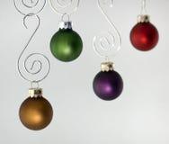 Vier Ornamenten die tegen Wit hangen Royalty-vrije Stock Afbeelding