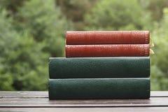 Vier oude boeken Stock Foto's