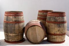 Vier oude houten vaten Royalty-vrije Stock Foto's