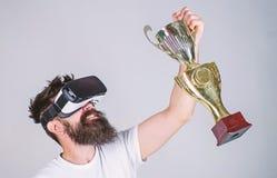Vier overwinning Voel overwinning in virtuele werkelijkheidsspelen Bereik overwinning Hipster virtuele gamer geworden voltooiing  royalty-vrije stock fotografie