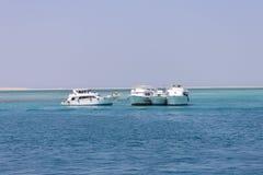 Vier parkende Boote Stockfotos