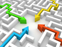 Vier Pfeile, die im Labyrinth sich treffen Lizenzfreies Stockbild