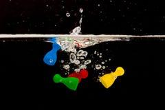 Vier Pions mit dem Spritzen des Wassers Lizenzfreie Stockbilder