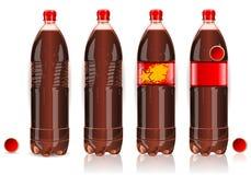 Vier Plastikflaschen Kolabaum mit Kennsätzen Stockfoto