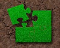 Vier puzzels met groen gras Stock Afbeelding