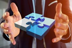 Vier Puzzlespielstücke, die ein Logo auf einer futuristischen Schnittstelle - 3d machen Stockbilder