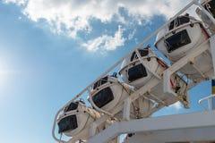 Vier Rettungsflöße auf Gozo-Kanal stockbilder