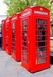 Vier rote Telefon-Kästen London, England Stockbild