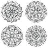 Vier runde Verzierungen - Frühlingsblume Mandala eingestellt für Malbuch Abstrakte Vektorspitzedesigne Stockfoto