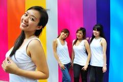 Vier schöne Freundinnen Stockfotos