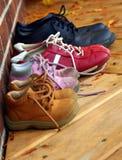 Vier Sets Familien-Schuhe Stockfotografie